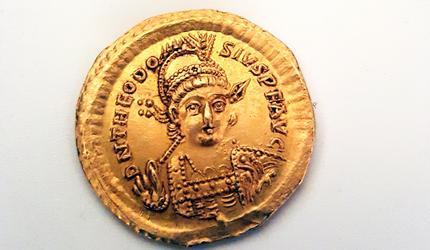 Школьники обнаружили в Израиле золотую монету возрастом около 1600 лет