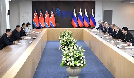 В ДВФУ прошла историческая встреча В.Путина и Ким Чен Ына
