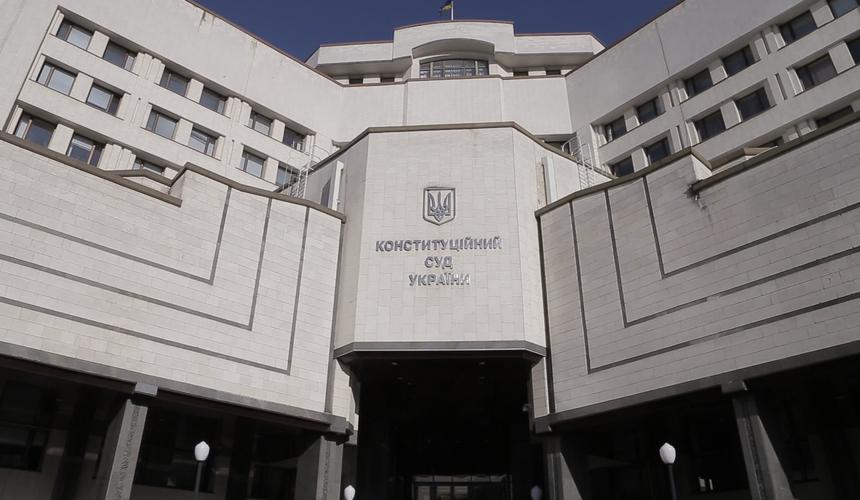 https://vybor.news/politics/konstitutsionnyj-sud-ukrainy-otkazalsya-otsenivat-konstitutsionnost-moratoriya-na-prodazhu-z