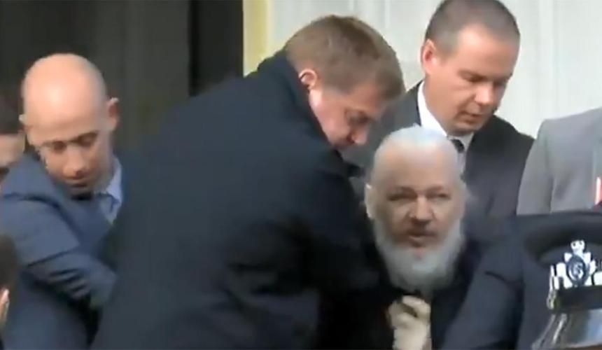 Скриншот видео Youtube.com_арест Джулиана Ассанжа